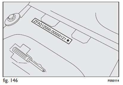 fiat 500 donn es d 39 identification caract ristiques techniques manuel du conducteur fiat 500. Black Bedroom Furniture Sets. Home Design Ideas
